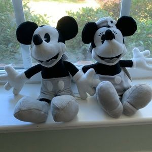 Disney collectible Mickey Mouse & Minnie Mouse